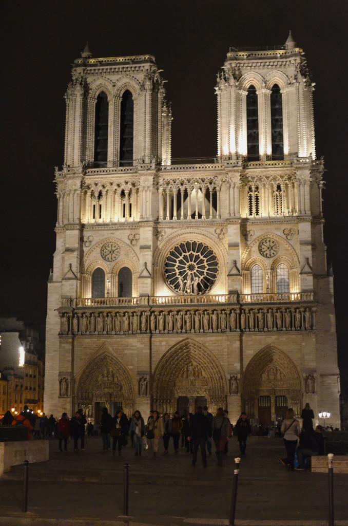 Katedra Notre-Dame nocą
