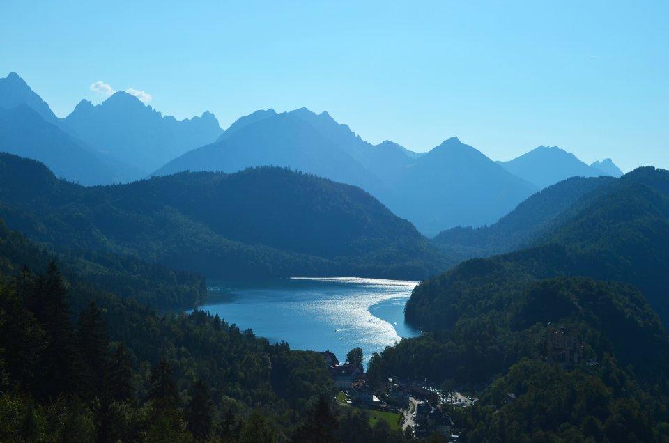 Neuschwanstein, widok z tarasu w stronę Alp i jeziora Alpensee