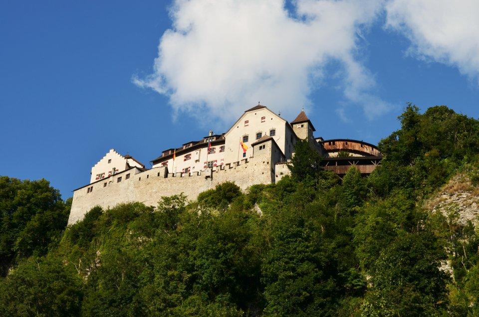 Zamek z XII wieku w Vaduz (fot. M. Armata)