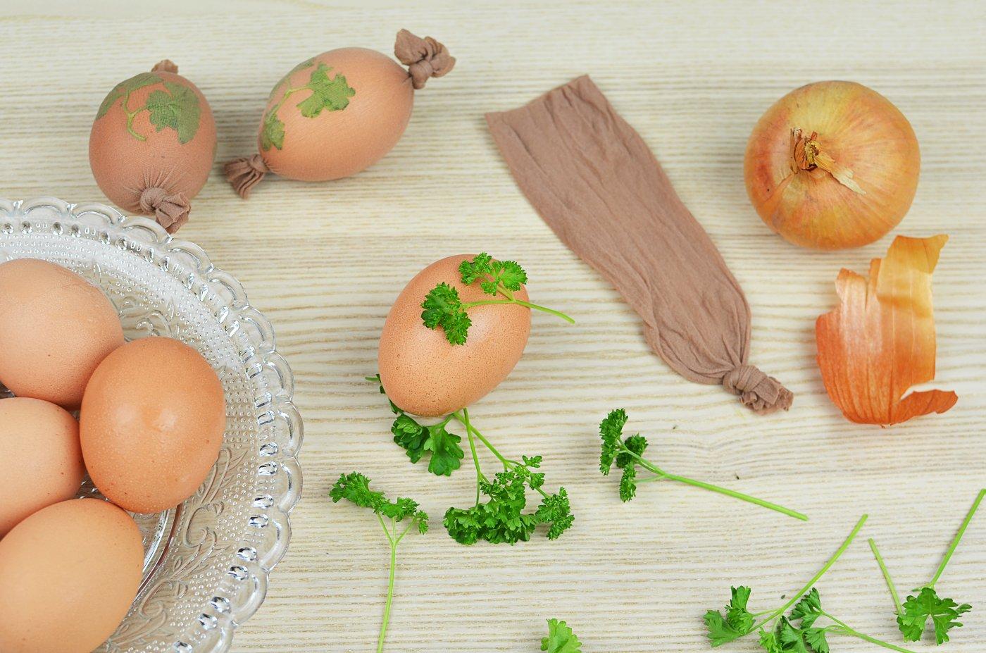 Jak w naturalny sposób barwić jajka wielkanocne