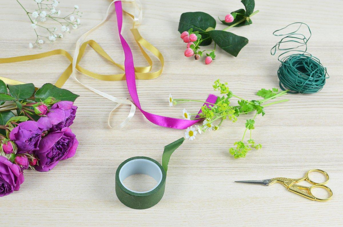 Jak upleść wianek z kwiatów? Krok po kroku