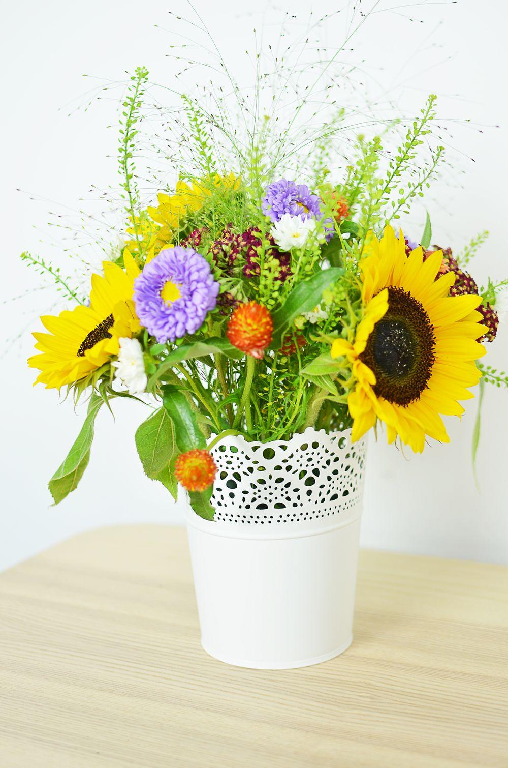 Jak układać kwiaty w gąbce? Krok po kroku