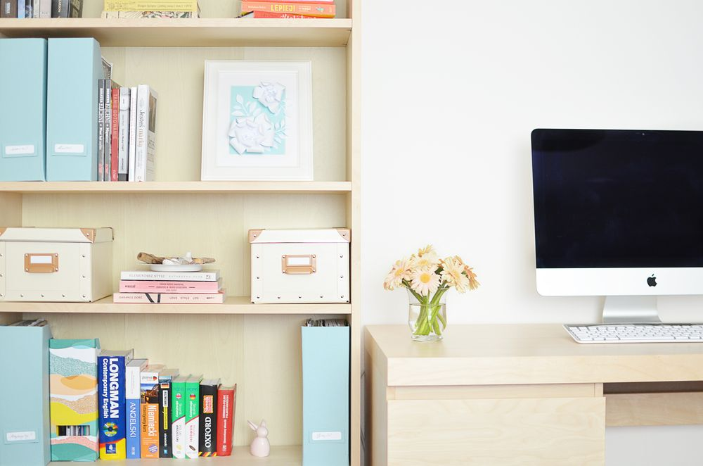 Jak rozłożyć książki na półce?