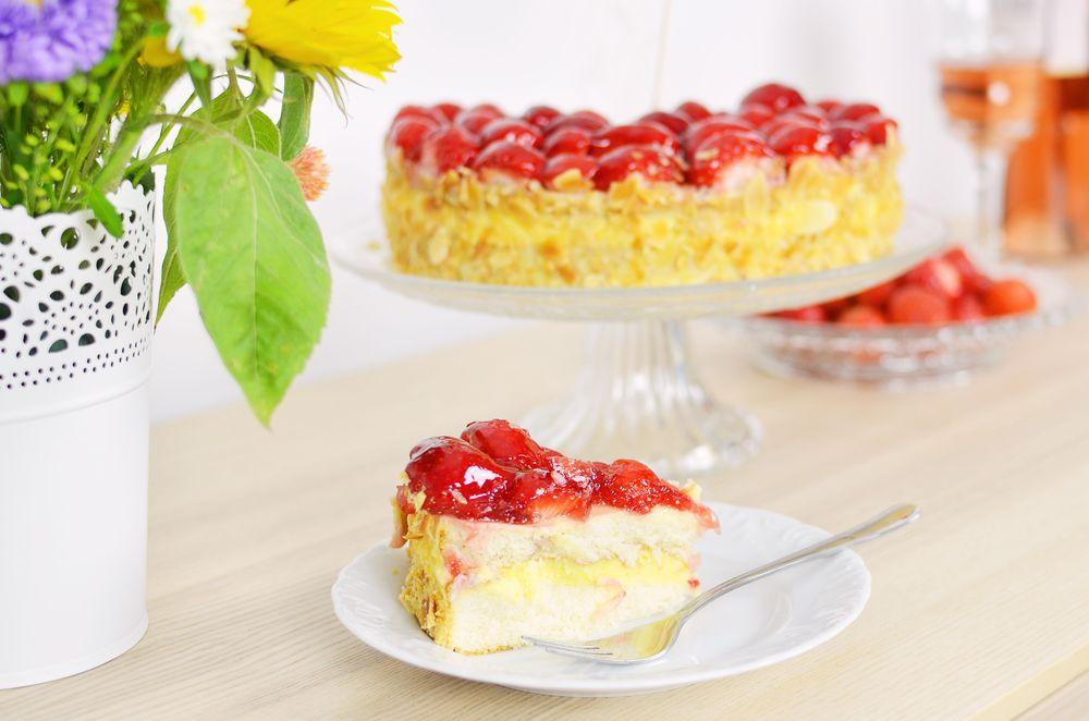 Rocznica ślubu - pyszne ciasto truskawkowe