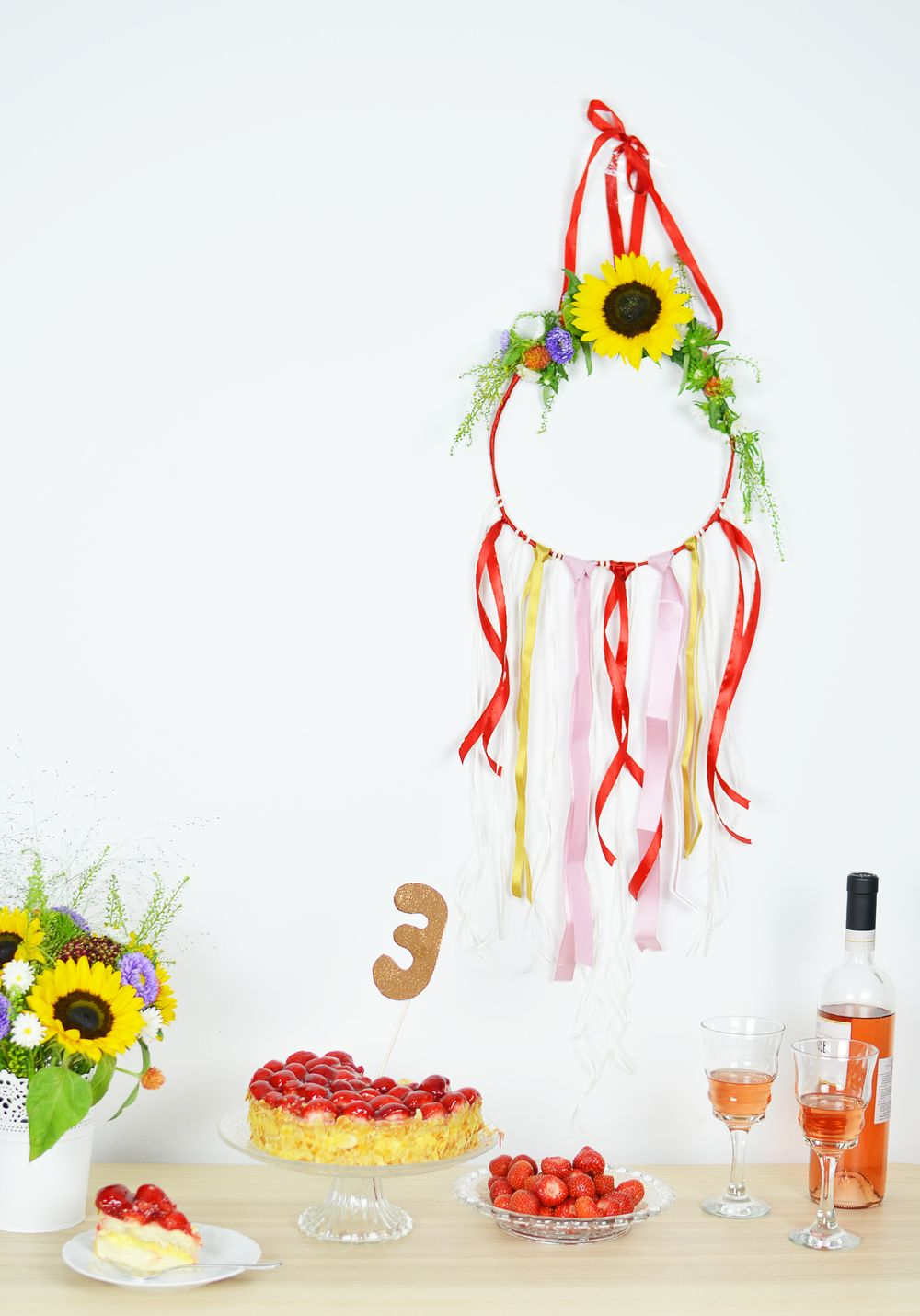 Dekoracja z kwiatów na ścianę - DIY
