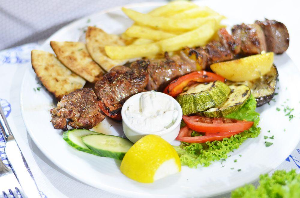 Greckie jedzenie na Santorini, greckie suvlaki