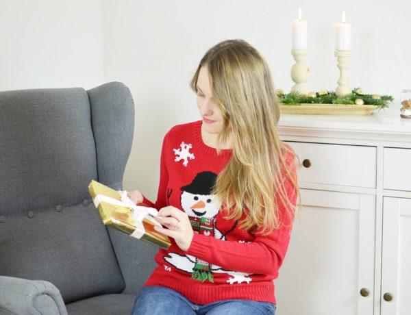 Brzydki świąteczny sweter. Dlaczego warto go mieć?