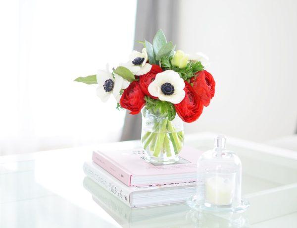 Żywe kwiaty we wnętrzach. Pomysły i moje ulubione triki