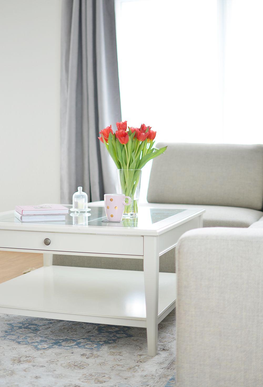 Żywe kwiaty we wnętrzach - salon