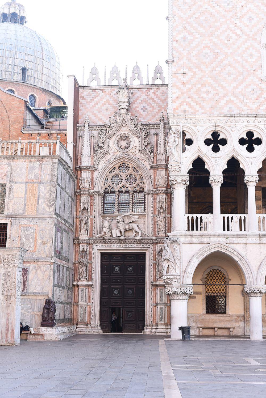Wejście do pałacu Dożów w Wenecji | Polenka.pl
