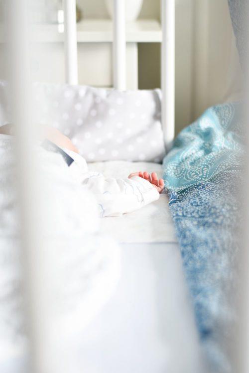 Kącik dla niemowlaka w sypialni rodziców