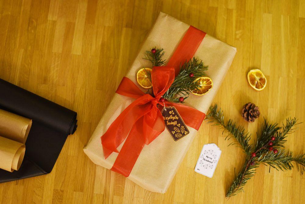 Szary papier - prezenty pod choinkę