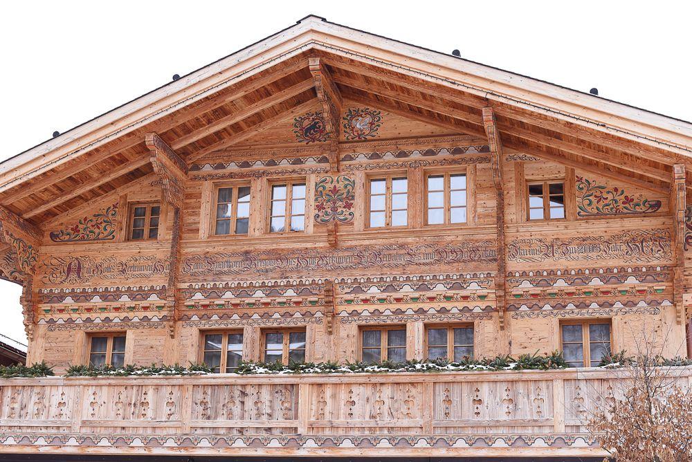 Drewniany dom w alpejskim stylu