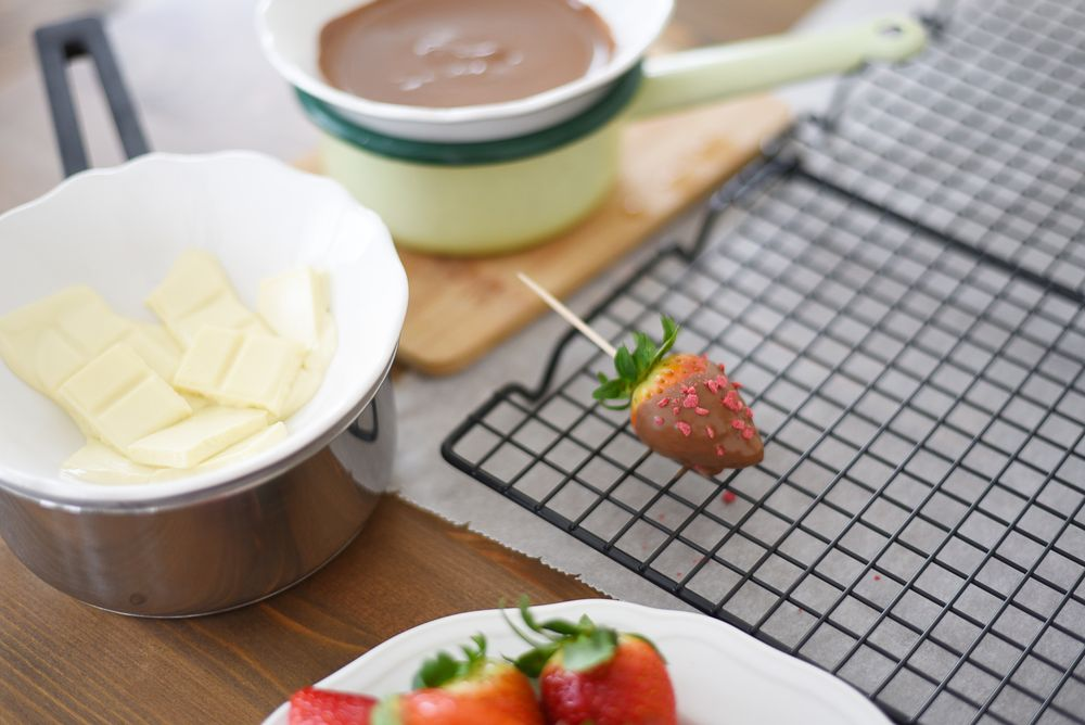 Truskawki w czekoladzie - szybki sposób na domowe pralinki